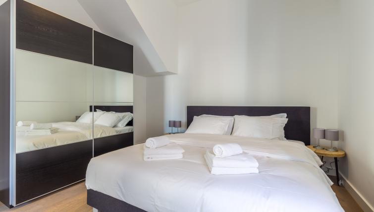 Bedroom at City Hall Bridge Apartments - Citybase Apartments