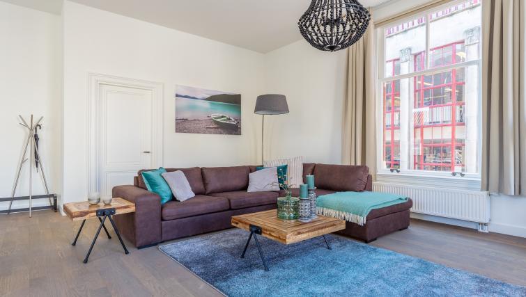 Living area at City Hall Bridge Apartments - Citybase Apartments