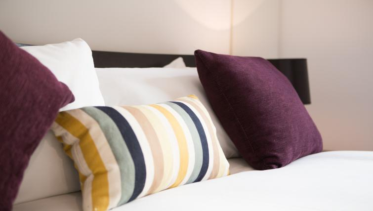 Bed at Farringdon Apartments - Citybase Apartments
