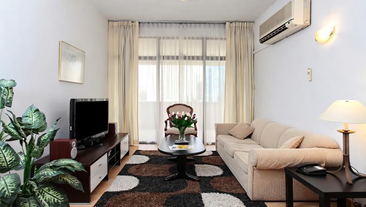 Living area at Far East Plaza Residences, Singapore - Citybase Apartments