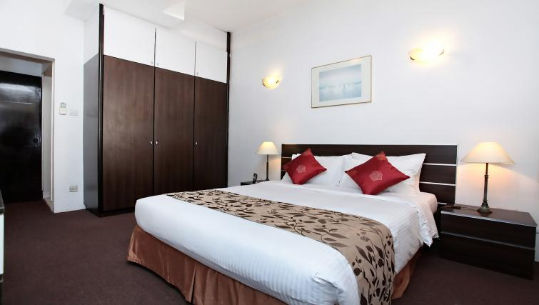 Bed at Far East Plaza Residences, Singapore - Citybase Apartments