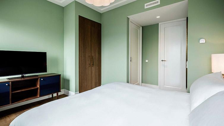 Bright bedroom at Hotel Twenty Eight Apartments, Amsterdam - Citybase Apartments