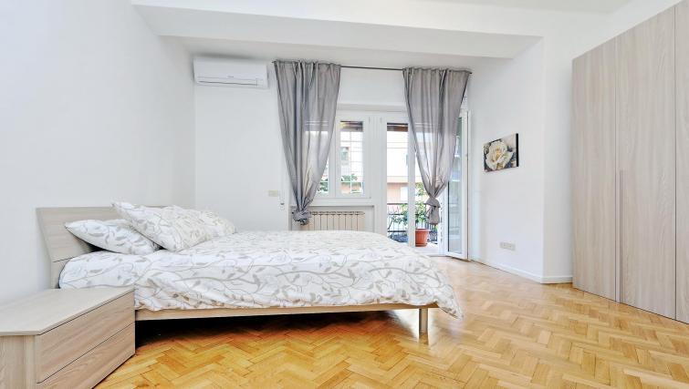 Bed at Rodriguez Pereira Apartment - Citybase Apartments