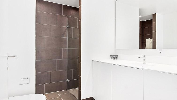 Modern bathroom in Stay Seaport Apartments - Citybase Apartments