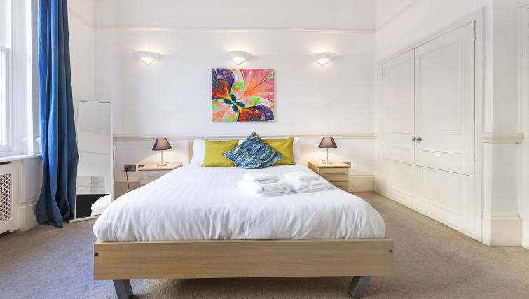 Spacious bedroom at the Paddington Hyde Park Apartments - Citybase Apartments
