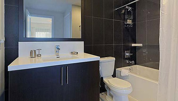 Bathroom at Hullmark Apartments - Citybase Apartments