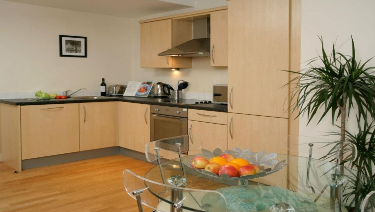 Well equipped kitchen in Hamilton Court Apartments - Citybase Apartments