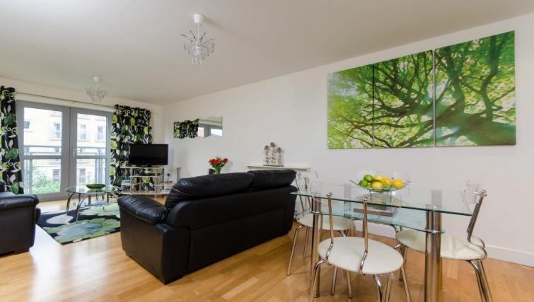 Scenic living area in Hamilton Court Apartments - Citybase Apartments