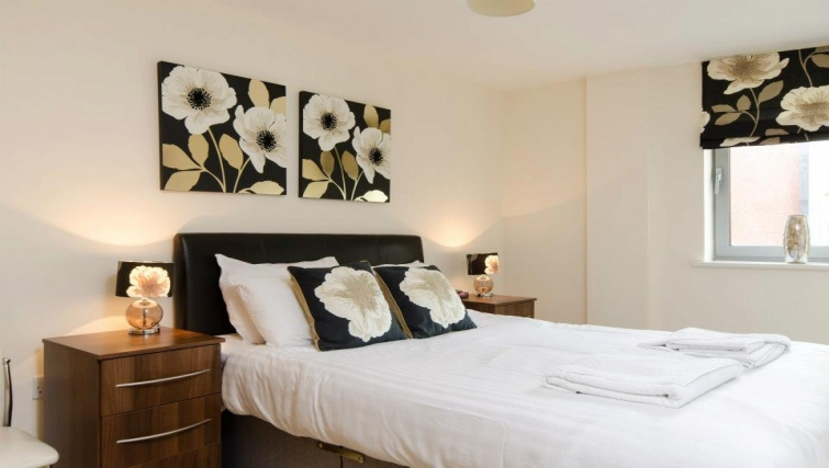 Spectacular bedroom in Hamilton Court Apartments - Citybase Apartments