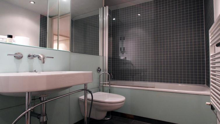 Bathroom at Saffron Hill - Citybase Apartments