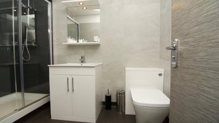 Pristine bathroom at Harrogate Lifestyle Apartments - Citybase Apartments