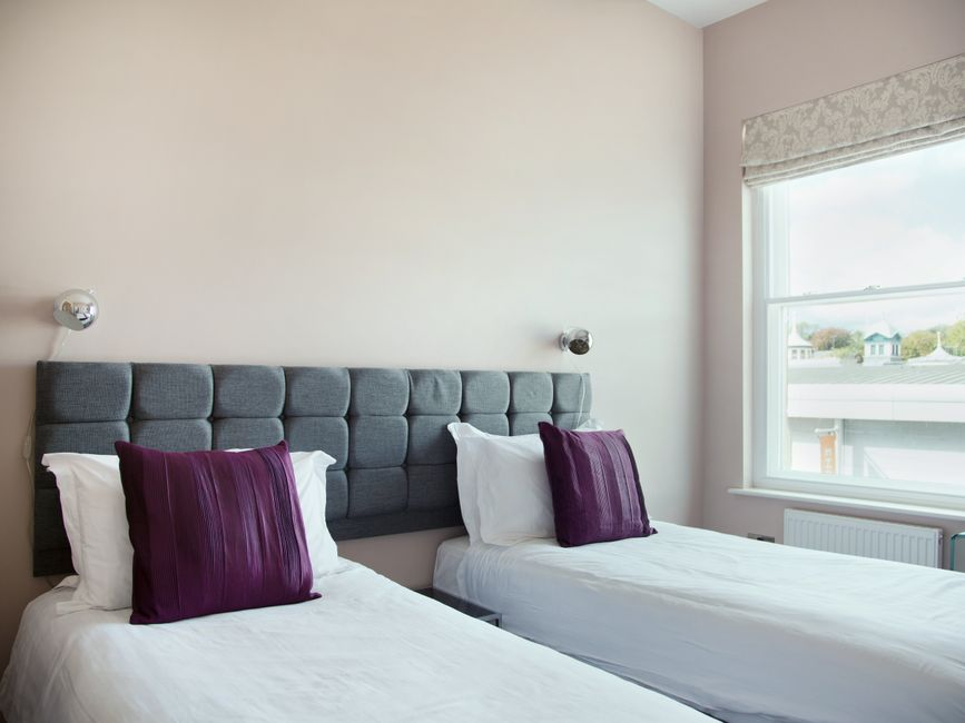 Twin beds at Harrogate Lifestyle Apartments - Citybase Apartments
