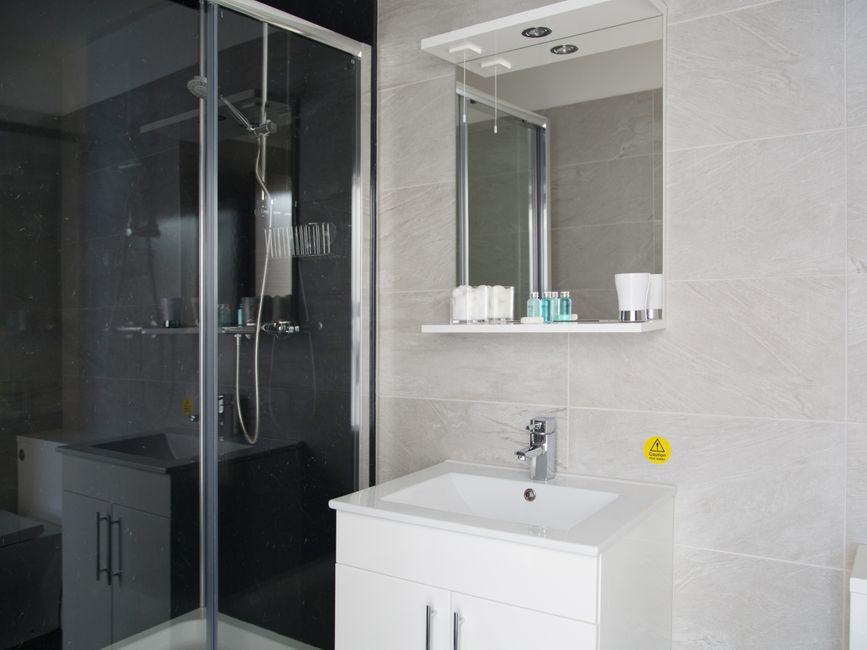 Shower at Harrogate Lifestyle Apartments - Citybase Apartments
