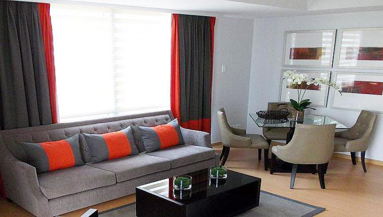 Living area at Avant Serviced Suites Personal Concierge - Citybase Apartments