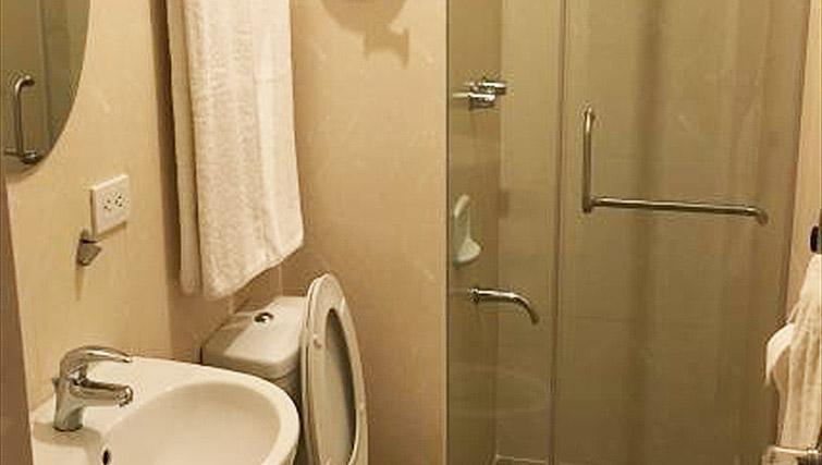 Shower room at Avant Serviced Suites Personal Concierge - Citybase Apartments