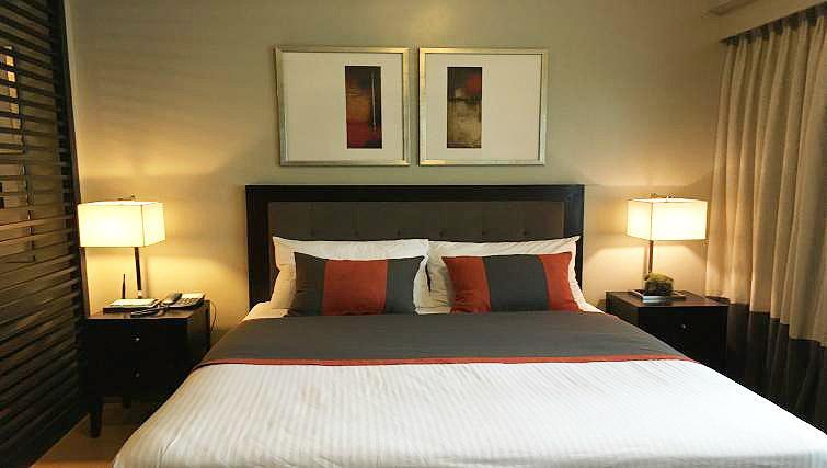 Double bed at Avant Serviced Suites Personal Concierge - Citybase Apartments