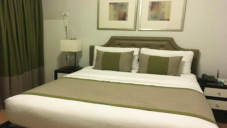 Bed at Avant Serviced Suites Personal Concierge - Citybase Apartments