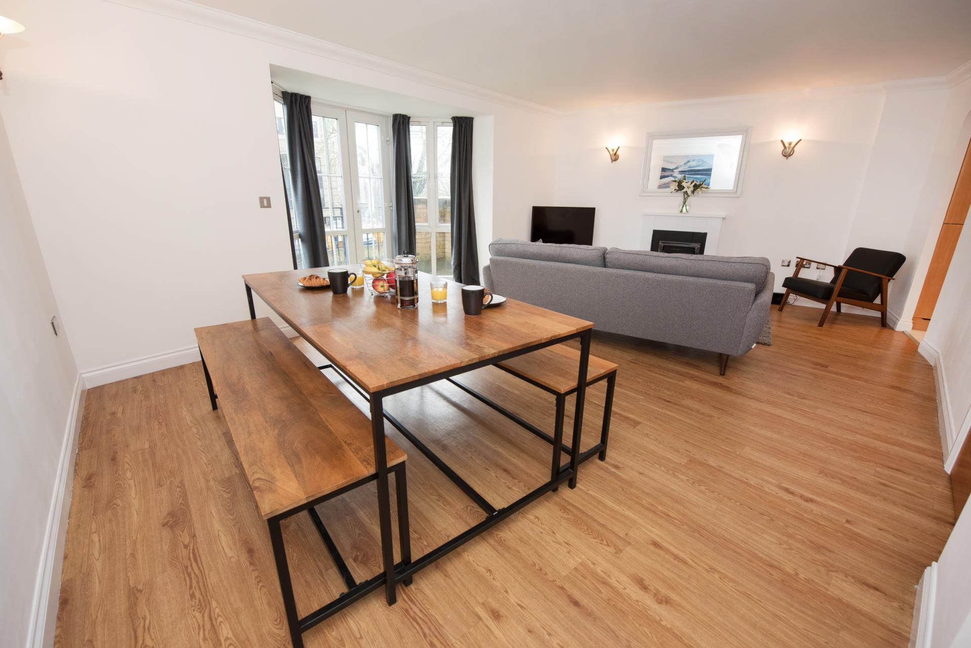 Dining area at Riverside House Apartments - Citybase Apartments