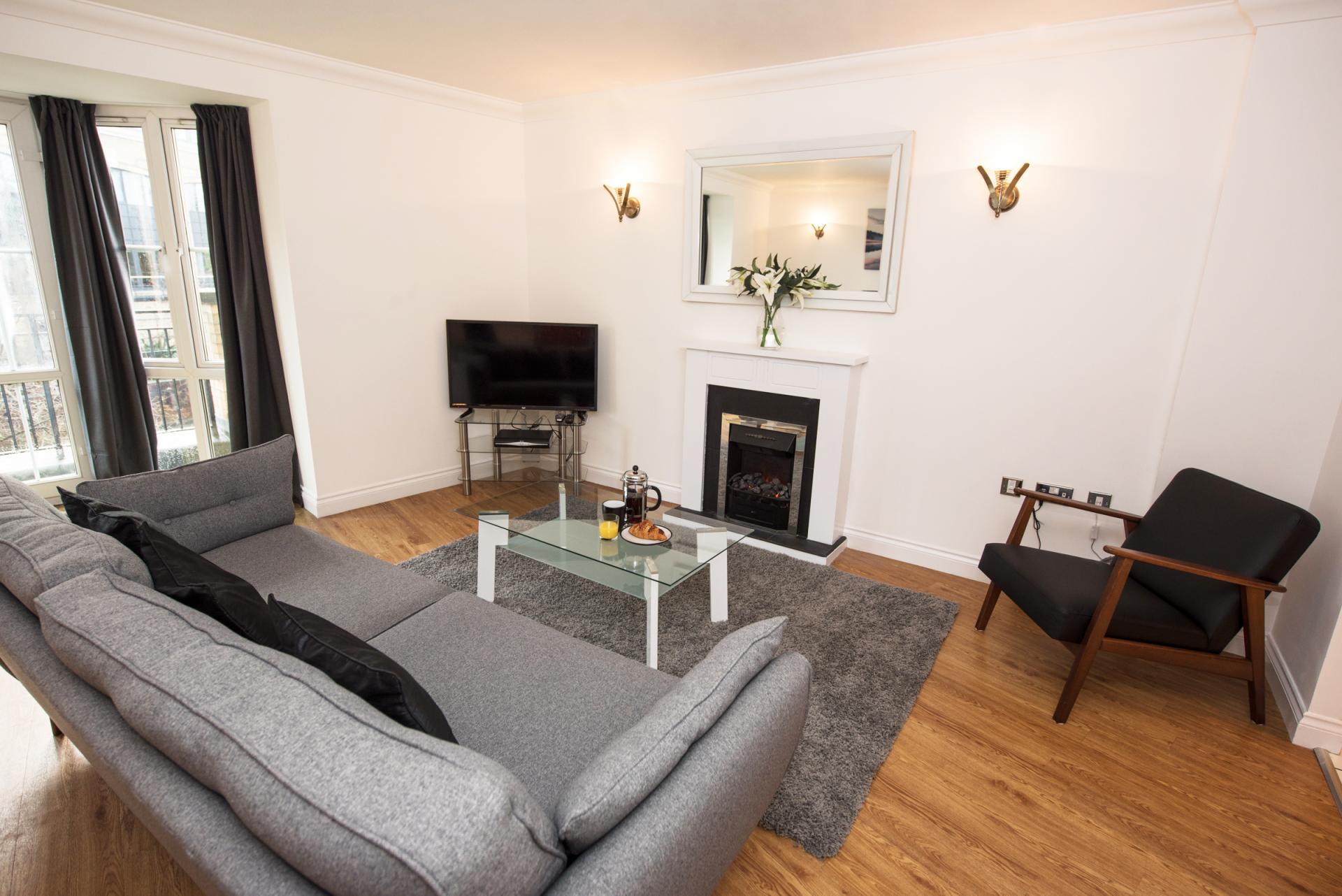 TV at Riverside House Apartments - Citybase Apartments