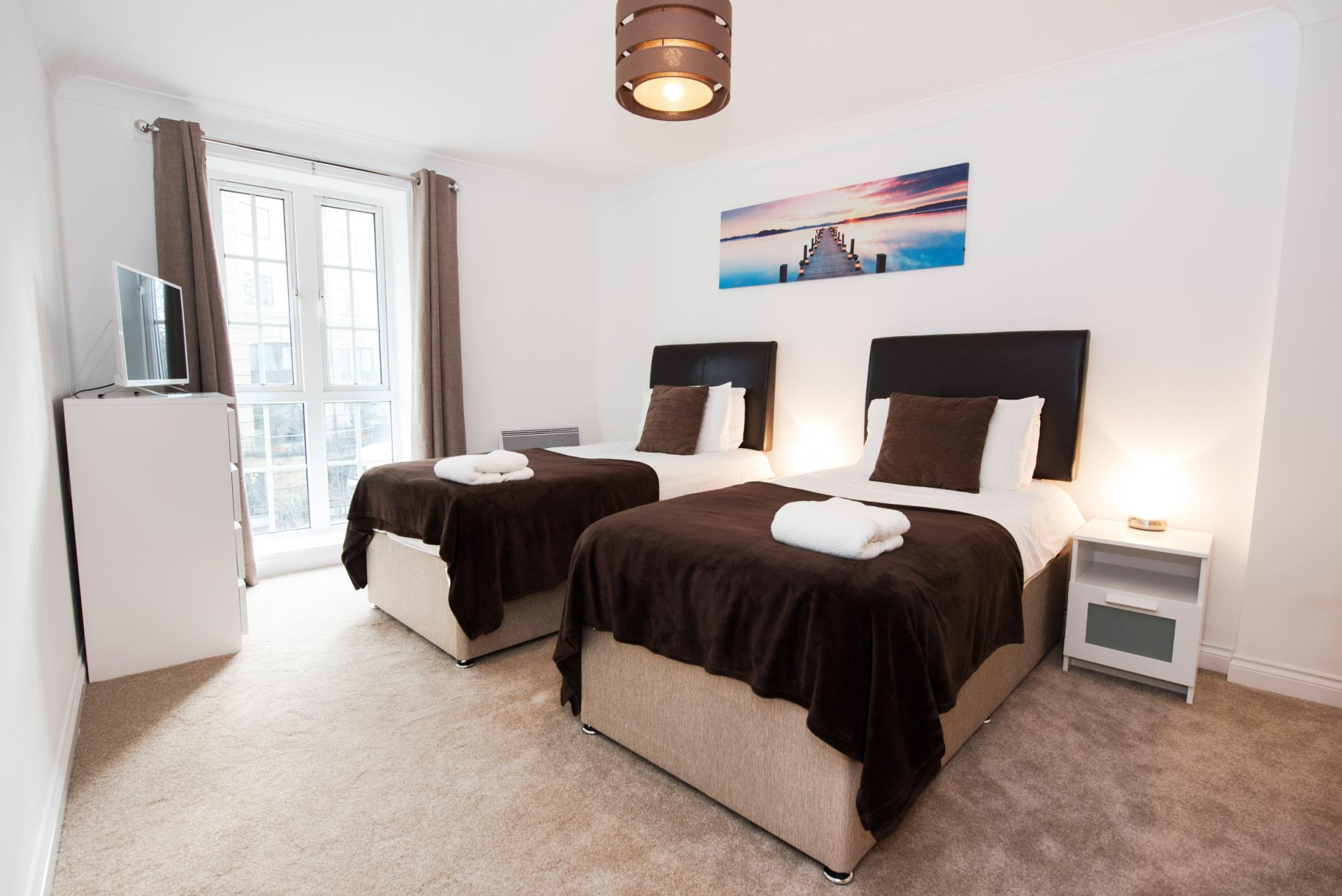 Twin beds at Riverside House Apartments - Citybase Apartments
