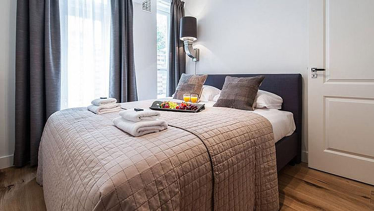 Bedroom at Vondelgarden Apartments, Amsterdam - Citybase Apartments