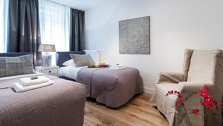 Twin beds at Vondelgarden Apartments, Amsterdam - Citybase Apartments