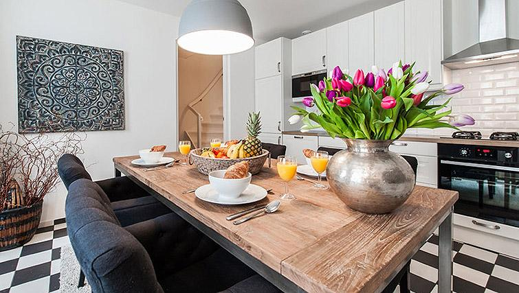 Dining space at Vondelgarden Apartments, Amsterdam - Citybase Apartments