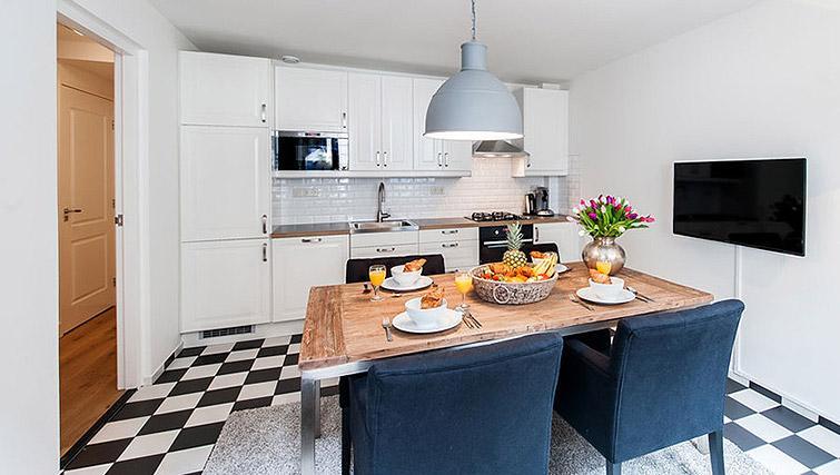 Kitchen/diner at Vondelgarden Apartments, Amsterdam - Citybase Apartments