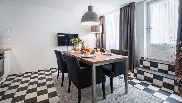 Dining area at Vondelgarden Apartments, Amsterdam - Citybase Apartments