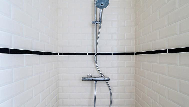 Shower at Vondelgarden Apartments, Amsterdam - Citybase Apartments