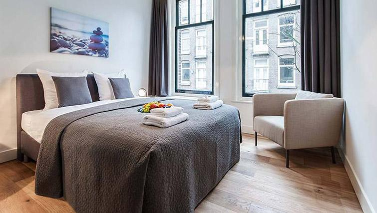 Bedroom at De Pijp Apartments, Amsterdam - Citybase Apartments