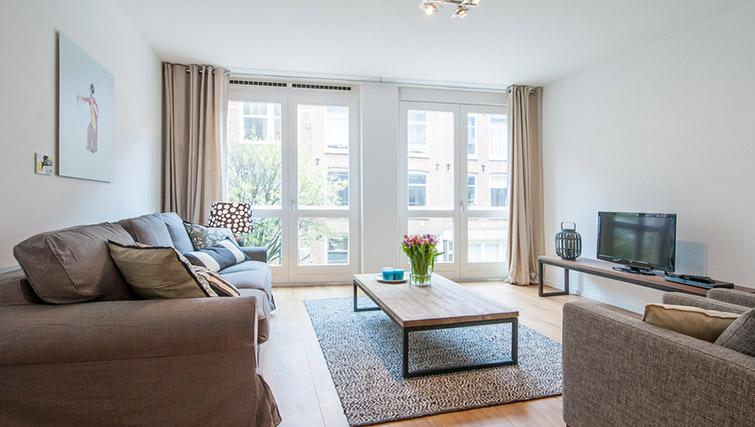 Spacious living area at De Pijp Apartments, Amsterdam - Citybase Apartments