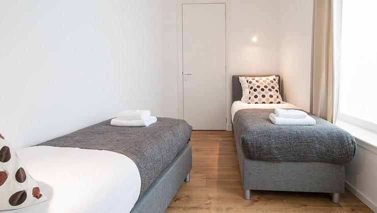 Twin bedroom at De Pijp Apartments, Amsterdam - Citybase Apartments
