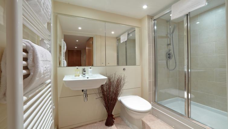 Shower at The Paramount Swindon Apartments - Citybase Apartments