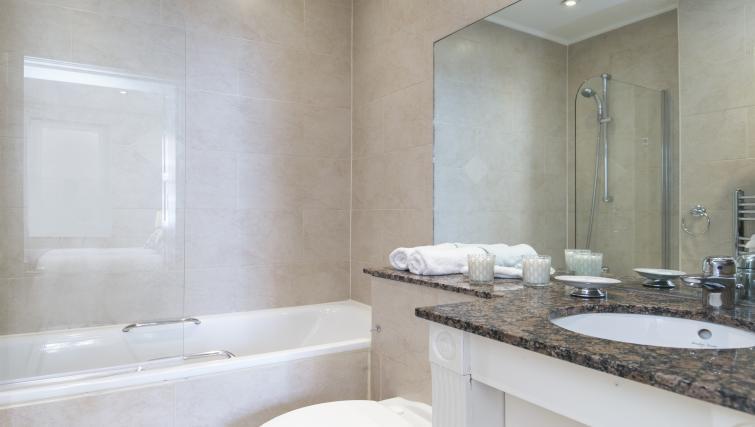 Pristine bathroom at Urban Chic Fitzrovia - Citybase Apartments