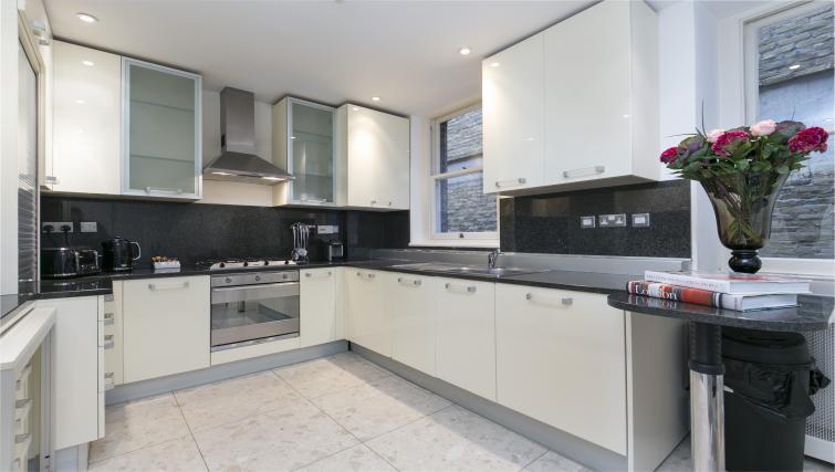 Modern kitchen at Urban Chic Fitzrovia - Citybase Apartments