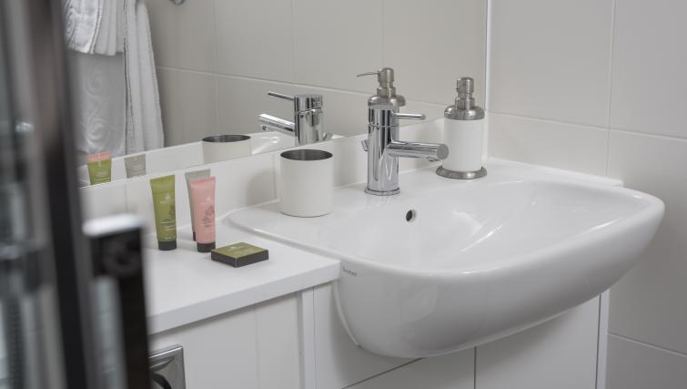 Clean bathroom at Dream Apartments at Moorfields - Citybase Apartments