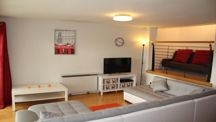 Living area at Cutty Sark Apartment - Citybase Apartments