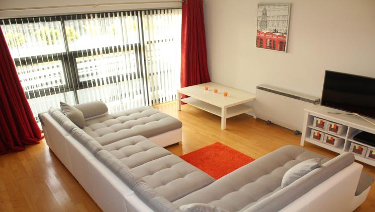 Lounge at Cutty Sark Apartment - Citybase Apartments