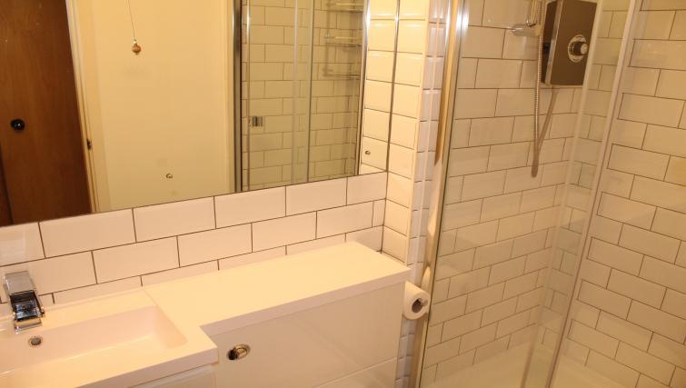 Bathroom at Cutty Sark Apartment - Citybase Apartments