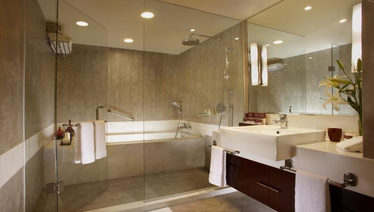 Immaculate bathroom at Oakwood Residence Shanghai - Citybase Apartments