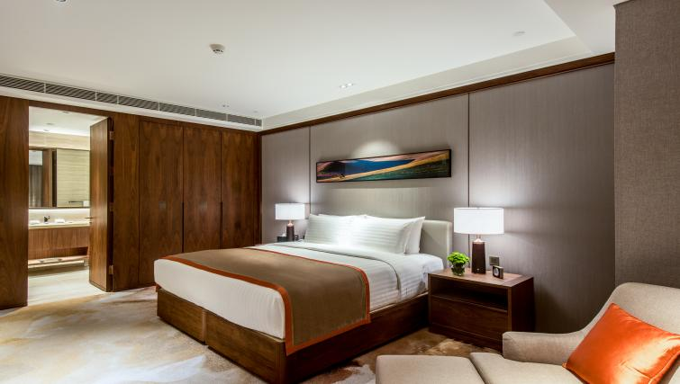 Bed at Oakwood Residence Damei Beijing - Citybase Apartments