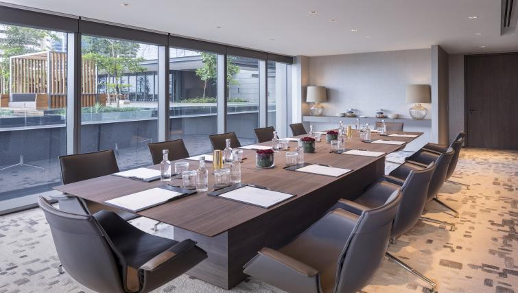 Boardroom at Oakwood Premier OUE Apartments - Citybase Apartments