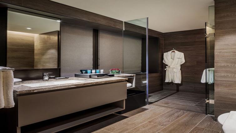 Ideal bathroom at Oakwood Premier OUE Apartments, Singapore - Citybase Apartments