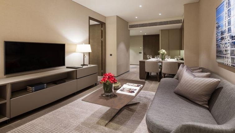 Stylish living area at Oakwood Premier OUE Apartments, Singapore - Citybase Apartments