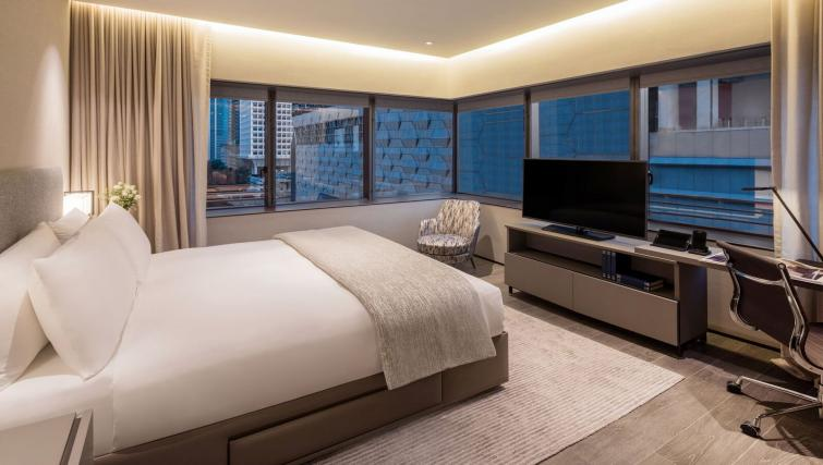 Bed at Oakwood Premier OUE Apartments, Singapore - Citybase Apartments
