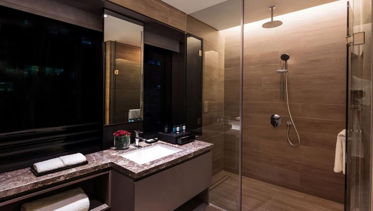 Studio bathroom at Studio room at Oakwood Premier OUE Apartments, Singapore - Citybase Apartments