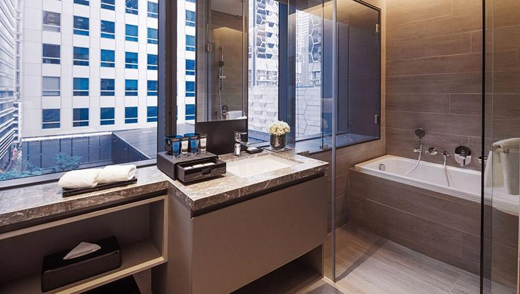 Shower room at Oakwood Premier OUE Apartments, Singapore - Citybase Apartments