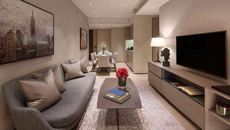 Living space at Oakwood Premier OUE Apartments, Singapore - Citybase Apartments