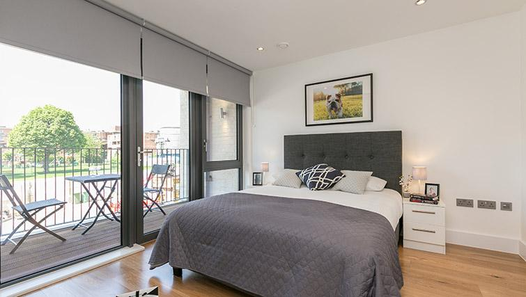 Bedroom at Urban Chic Portobello Apartments - Citybase Apartments